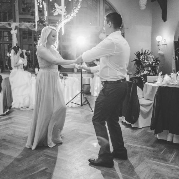 Hochzeitsfotos Dresden Sachsen tanzen auf der Party Hochzeitsfeier