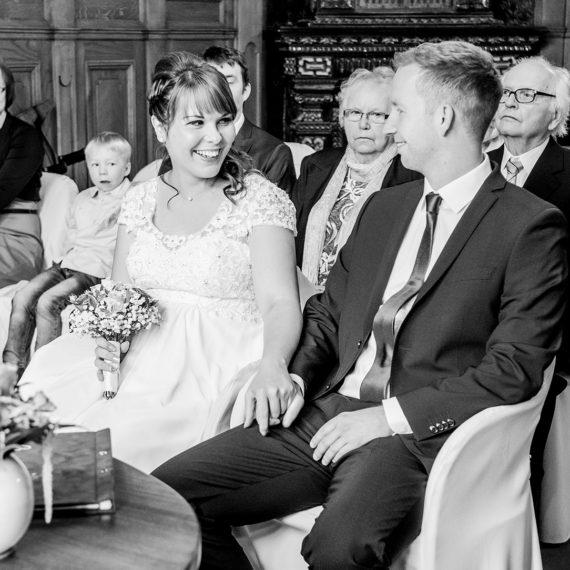 Hochzeitsfoto Dresden Standesamt Goetheallee Brautpaar natürliche Hochzeitsfotografie