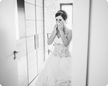 Hochzeitsfoto Dresden emotionale Hochzeitsfotografie in Sachsen Braut beim Getting Ready