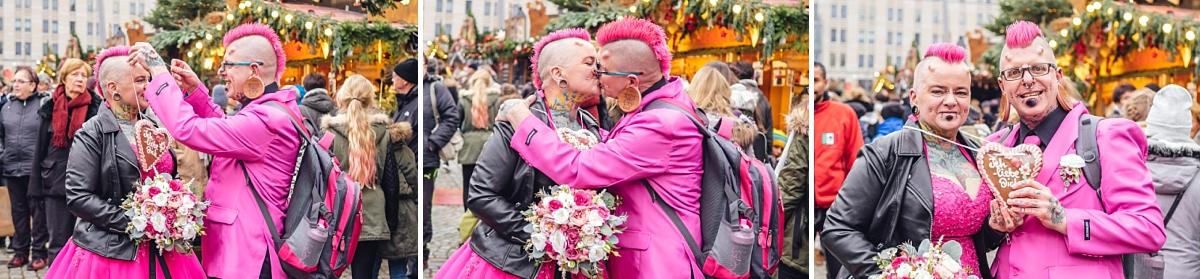 Hochzeitsfotos Dresden Weihnachtsmarkt Striezelmarkt Brautpaar in pink Lebkuchenherz