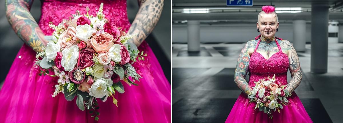 Hochzeitsfotos Dresden Braut in pink mit Brautstrauß Tiefgarage